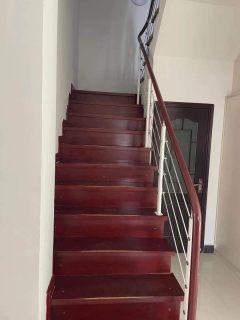 5室3厅3卫5500元/月248m²精装修出租